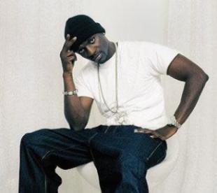 "0e542 akonsnippets - Música de Akon ""Na na na "" libera energia positiva"