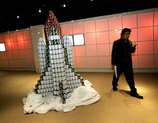 405b9 att00022 700072 - A arte de empilhar latas - O dom da arte e seus conceitos de pós modernidade