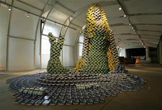 53fba att00016 799388 - A arte de empilhar latas - O dom da arte e seus conceitos de pós modernidade
