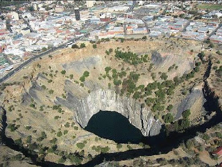 1ea17 buraco1 bmp - Qual o lugar mais profundo da terra?