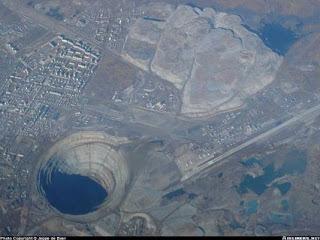 5cbb0 buraco4 bmp - Qual o lugar mais profundo da terra?
