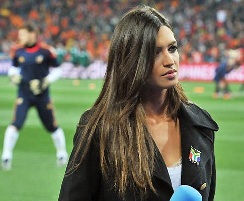 42b84 mulher sarracarbonero - Jornalista Mexicana faz Baseball ser mais rigoroso com decotes e roupas de repórteres