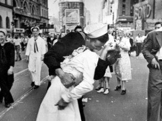 97307 robert doisneau sailor photo - Robert Doisneau, fotojornalista é homenageado pelo Google