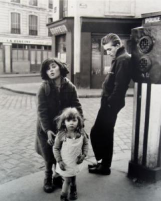 9d657 robert dosnieai lesenfantsdela place herbert 1957 - Robert Doisneau, fotojornalista é homenageado pelo Google