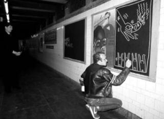 16447 keithharing subway metro3 - Keith Haring - Google fez homenagem ao artista e ativista