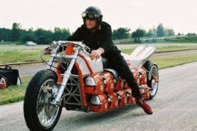 db506 pic03309 798191 - Motocicletas Exóticas
