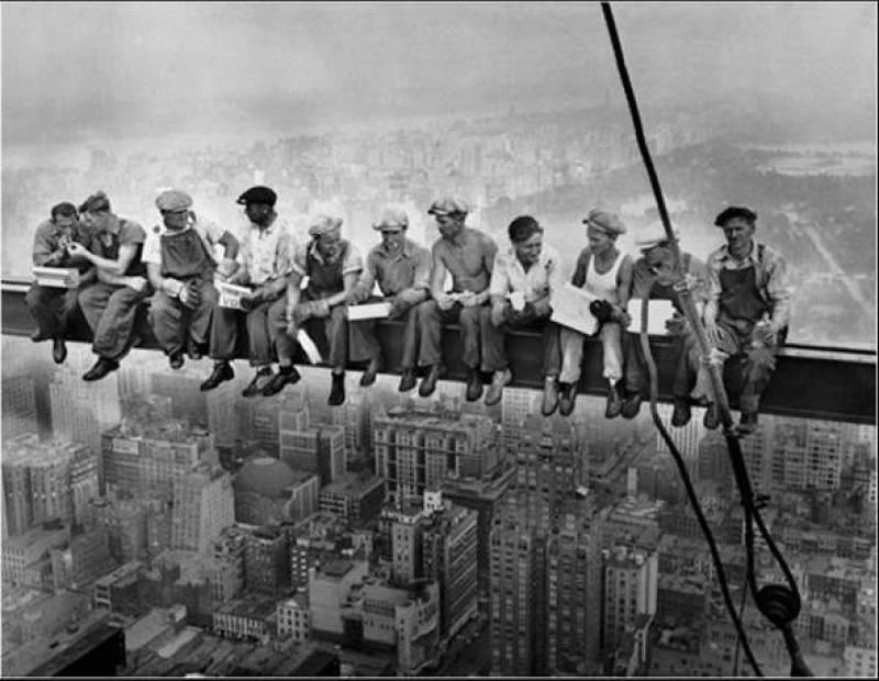 """5d34d hora do almoc3a7o charles cylde ebb - Charles C. Ebbets o fotógrafo das alturas """"A hora do almoço"""""""