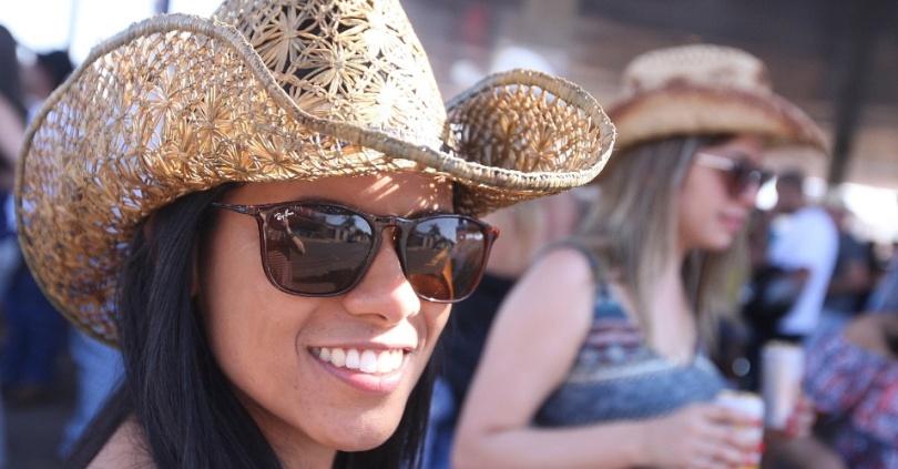 b1a0f a festa do peao de barretos de 2015 atraiu muita mulher bonita para o parque do peao 1440463608149 956x500 - DJ português Mankey faz mix sertanejo e afro kuduro ♬