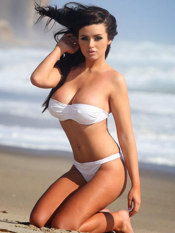 dfd85 abigail ratchford white hot bikini shoot in malibu 02 - Modelo norte-americana Abigail Ratchford a sensação no Instagram, atinge 4 milhões de seguidores